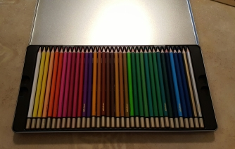 colored pencils with tin 5